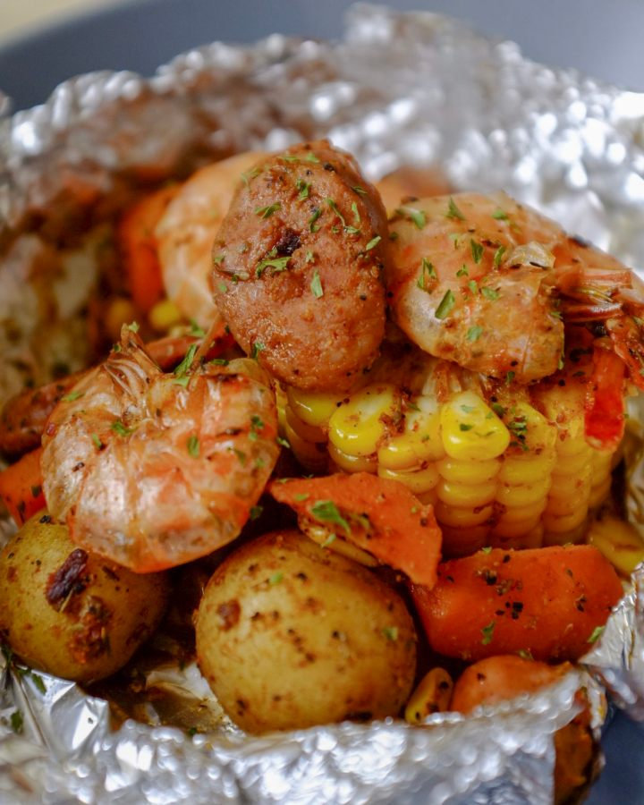 Cajun Shrimp Foil Bake - Easy 15-Minute Meal on HeyMissLisp.com
